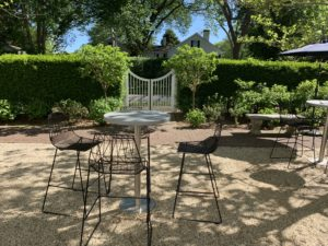 COCKTAIL RECEPTION AT THE GARDEN